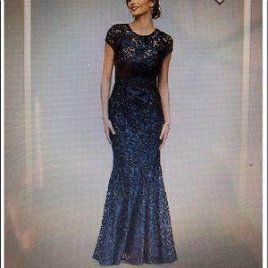 Long lace mermaid dress w/ keyhole Bk navy size 10
